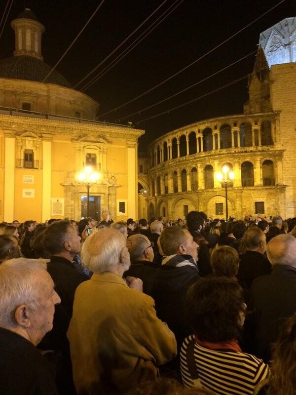 Los valencianos muestran su indicnación y repulsa a los atentados en #Francia #JeSuiParis