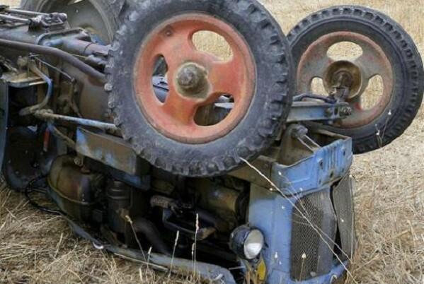 Muere una persona en Quatretonda al quedar atrapada bajo un tractor.