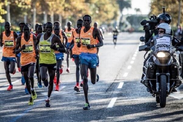 Ocho atletas encabezan la lucha por conquistar el récord del Maratón de Valencia.