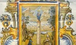 Onda exhibe el retablo cerámico de l'Alcora 'La Virgen del Pilar entre san Jaime y san Pascual'.