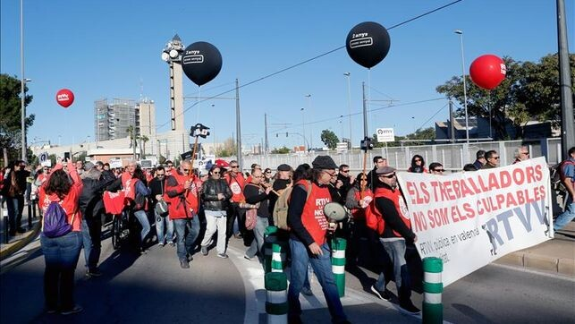Recuerdan-RTVV-marcha-minuto-silencio_EDIIMA20151129_0150_4