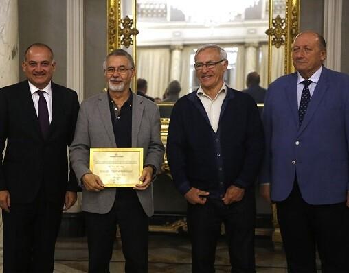 Tanto el alcalde como el concejal de Personas Mayores elogiaron el trabajo de los presidentes de centros municipales homenajeados. (Foto-Manuel Molines).