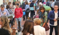 Vuelven a Ruzafa los cinco días de moda con su mercado efímero .