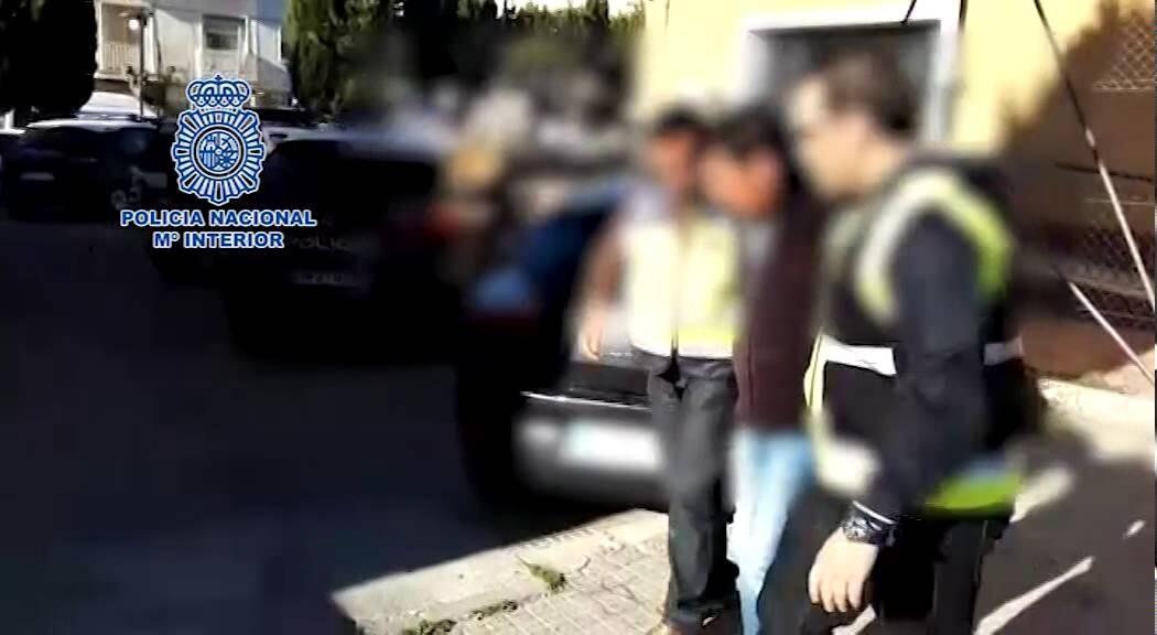 La Policía Nacional localiza en un pueblo abandonado de Alicante a un fugitivo acusado de abusar sexualmente de sus propias hijas durante años