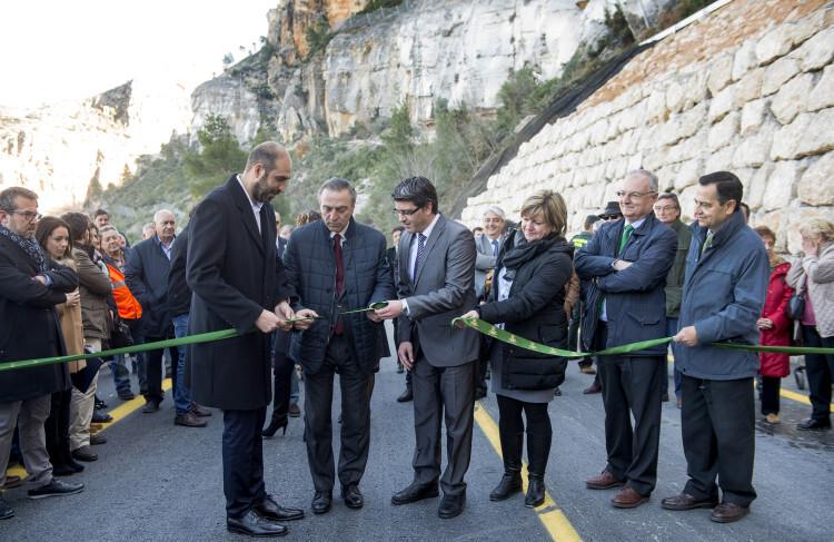 1.- Inauguración carretera en Cortes de Pallás foto_Abulaila (8)