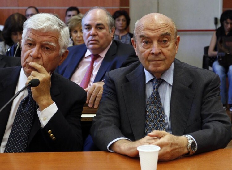Photo released by Noticias Argentinas of Argentinian former Economy Minister (1991-1996) Domingo Cavallo (R) as he hears his sentence in a trial for a case of supplementary wages during former Argentinian President (1989-1999) Carlos Menem's term next to his lawyer in Buenos Aires on December 1, 2015. Cavallo was sentenced to three and a half years of prison and Menem to four and a half years. AFP PHOTO / NA / HUGO VILLALOBOS