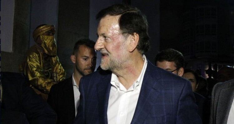 Rajoy, con la cara magullada tras el puñetazo que ha recibido. /Foto El Mundo