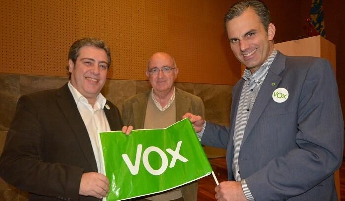 Afluencia masiva de afiliados y simpatizantes a escuchar a los representantes de VOX.