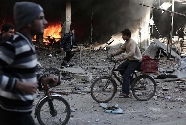 Cerca de 56 civil, 16 niños entre ellos, mueren en ataques del régimen sirio cerca de Damasco.
