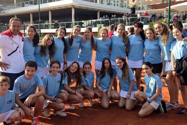 Club Tenis Valencia hace doblete en el Absoluto por Equipos de la Comunidad.