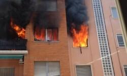 Cuatro personas atendidas por un incendio en la calle Malilla.