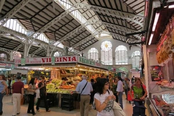 El Ayuntamiento apuesta por recuperar a la clientela joven en los Mercados Municipales.