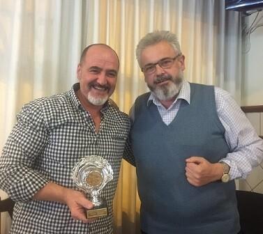 El campeón del concurso José Cuevas junto al organizador Basilio López.