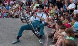 El Passadís de les Arts s'omple amb la màgia del circ per a celebrar el Nadal.