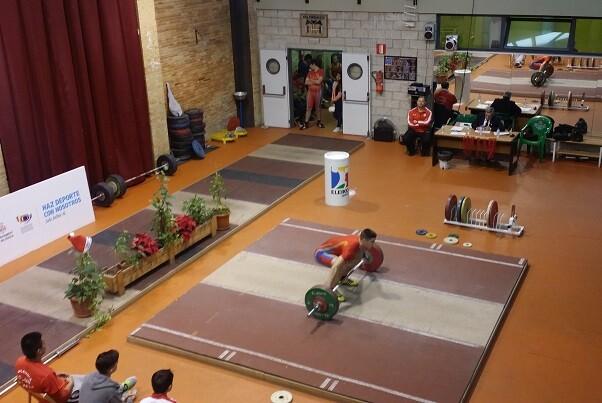 El Valencia Club de Halterofilia celebra el Torneo de Navidad.