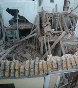 El derrumbe se produjo sobre las 7.00 horas en el bajo de esta vivienda.