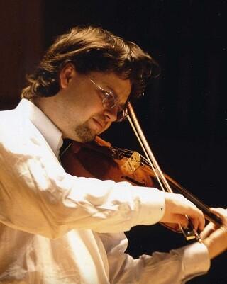 El prestigioso violinista lituano Julián Rachlin actua junto con la New York Chamber Orchestra.