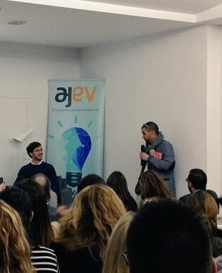 El primer premio tendrá una dotación económica de 3.000€ como capital inicial +3.000€ AJEV en paquetes de network.