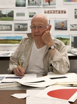 Ellsworth Kelly en su oficina.