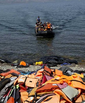 En la búsqueda participan dos barcas y dos helicópteros turcos.