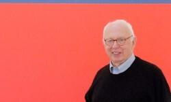 Fallece Ellsworth Kelly, el pintor que dio forma y color al movimiento minimalista.