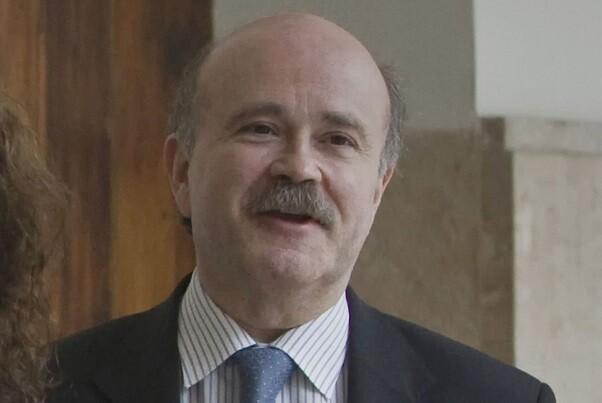 Fallece el autor teatral Josep Lluís Sirera.