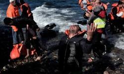 Fallecen 18 refugiados al hundirse su barca cuando intentaban llegar a la costa griega.