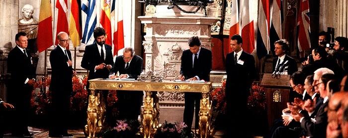 Firma solemne en el Palacio Real de Madrid del tratado por el cual España entraba en la CEE.