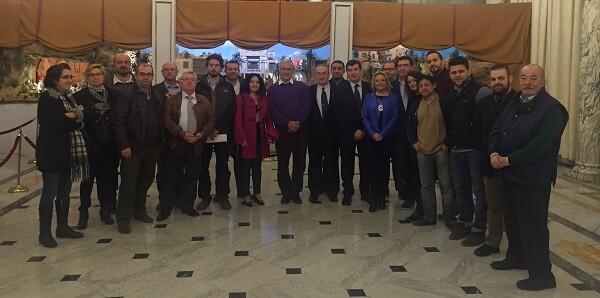 Foto tras la firma del acuerdo con los representantes políticos y vecinos.