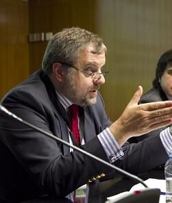 Gustavo de Arístegui en una imagen de archivo durante una conferencia en Zaragoza.
