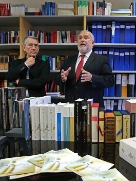 Hasta la fecha se ha recibido la adhesión de 244 ayuntamientos interesados en aumentar sus fondos bibliográficos.