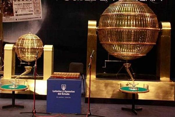 Hoy llegan los bombos de la Lotería de Navidad al Teatro Real.