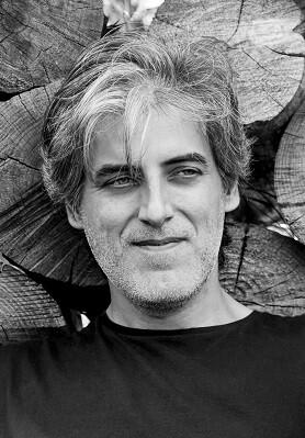 Joaquín María Azagra Caro es, además de economista, escritor y director de cortos.