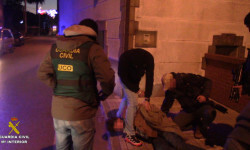 La Guardia Civil detiene a un atracador cuando iba a secuestrar al director de una sucursal bancaria de Cantabria_op_gabardina_1 (1)