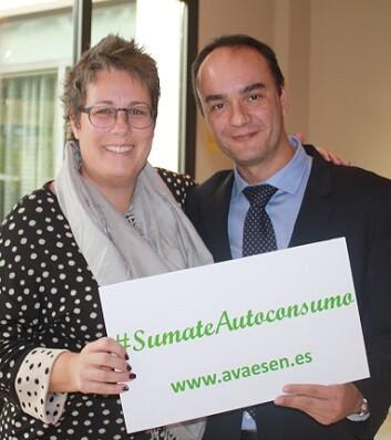 La Secretaria Autonómica de Economía Sostenible, María José Mira, y el presidente de AVAESEN, Marcos J. Lacruz.