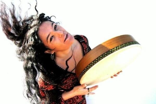 La cantante Mara Aranda ofrece un concierto de música sefardí.