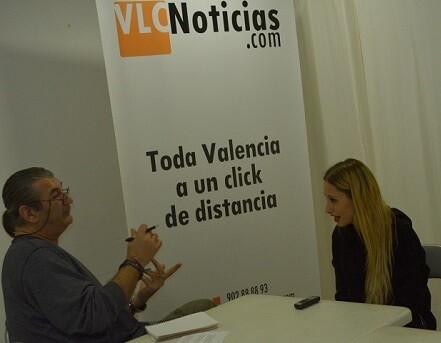 La cantante durante un momento de la entrevista. (Foto-Roberto Fariña).