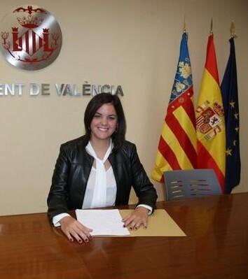 La concejala anunció que van a impartirse en los institutos de  Valencia cursos de igualdad en las relaciones afectivas.