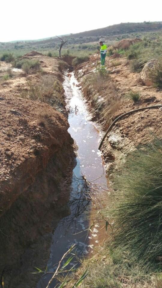 La extracción de aguas residuales en La Murada supera los 115.000 litros en una semana