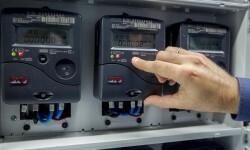Bilbao -- Ibon Arechalde de Tecnalia, proyecto de contadores inteligentes destinados a ofrecer tarifas eléctricas personalizadas a los usuarios en función de sus tramos de consumo , test redes inteligentes, para Innovadores, Bilbao , Pais Vasco 23-10-2013 / Foto: Araba Press