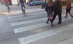 Las bicicletas no pueden ir por las aceras, sino por carriles señalizados (1)