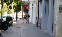 Las bicicletas no pueden ir por las aceras, sino por carriles señalizados (13)