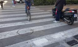 Las bicicletas no pueden ir por las aceras, sino por carriles señalizados (14)