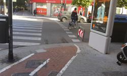 Las bicicletas no pueden ir por las aceras, sino por carriles señalizados (2)