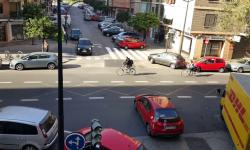 Las bicicletas no pueden ir por las aceras, sino por carriles señalizados (20)
