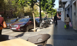 Las bicicletas no pueden ir por las aceras, sino por carriles señalizados (24)
