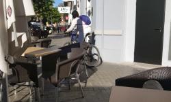 Las bicicletas no pueden ir por las aceras, sino por carriles señalizados (3)