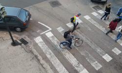 Las bicicletas no pueden ir por las aceras, sino por carriles señalizados (6)
