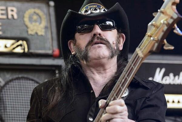 Lemmy Kilmister, lider del grupo Motörhead, fallece de cáncer a los 70 años.