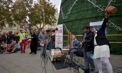Los actores de la compañía Arden en la Plaza del Ayuntamiento. (Foto-R.Fariña).